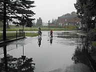 """""""Hochwasser"""" im Feldweg"""