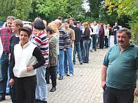 Schlange von Spendenwilligen vor Beginn