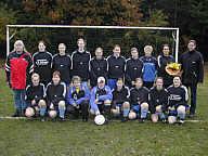 Damenfußballmannschaft mit dem Sponsor Rainer Terhorst vom Ingenieurbüro Telkmann