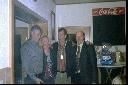 Der neue Kaiser Bernd Gerdes mit Frau Marlen. Links Josef Speller, Schützenvereinsvorsitzender, rechts Alex Ganseforth, Oberst
