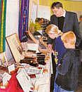Pastor Bolmer auf der Bibel-Ausstellung