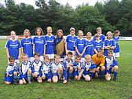 Die Mädchenmannschaft der Spielgemeinschaft Wippingen/Renkenberge/Ahlen und die kombinierte D- und C-Jugendmannschaft des SV Wippingen