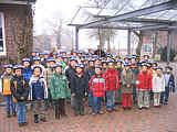 Die Wippinger GrundSchüler präsentieren ihre Helme