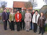 von links Anni Schmitz (geb. Püsken), Josefine Düttmann (geb. Bicker), Leni Johanning (geb. Sabelhaus), Katharina Meyer (geb. Deters), Bernhard Kuper, Elisabeth Wilkens (geb. Johanning), Wilhelm Wesseln, Leni Schmitz (geb. Hackmann), Helga Sibum (geb. Gregor)