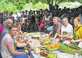 Guten Appetit: Wo immer die Gäste aus dem BoJe-Verbund während ihrer Reise Station machten, bereiteten ihnen die Einheimischen ein Festmahl.| Foto EZ Willy Rave