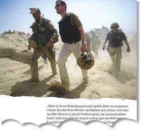 """Verteidigungsminister Guttenberg am Außenposten """"OP North"""",nahe Kundus/Afghanistan, 29. August 2010. Foto: Reuters, Rückseite des Medico-Rundschreibens 03/10"""