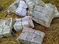 Zeitungspakete im Schießgebiet