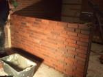 Die neue Theke im Treff wird gemauert