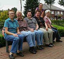 Das Pfarrgartenteam (v.l.): Leni Johanning, Margret Kimmann, Anni Schmitz, Josefine Düttmann, Claudia Timmer, Johanna Gerdes