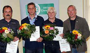Ausgezeichnet wurden mit Ehrennadeln Wolfram Janitzek-Hell, Josef Specken, Willi Deters und Hans-Hermann Andrees (v.l.). Ems-Zeitung vom 16.07.2012