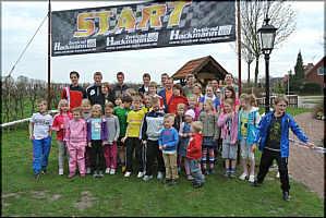 Gruppenbild der Teilnehmer am Lauf- und Wandertag