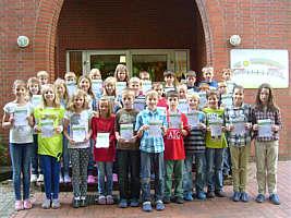 39 Dritt- und Viertklässler der Grundschule Renkenberge/Wippingen mit Sportabzeichen