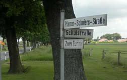 Kurioses Straßenschild in Wippingen