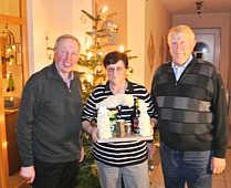 Tunscherenübergabe, v.l.: Klaus Abeln, Magda Johanning, Bernhard Johanning