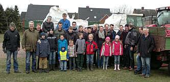 Teilnehmer der Gemeindeputz-Aktion