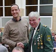 in der Mitte: Heinz-Hermann Holtermann