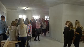 Begehung im Obergeschoss der Mehrzweckhalle