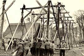 Errichtung des Ständerwerks 1951
