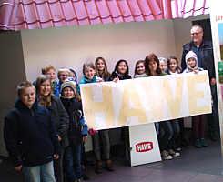 Die Klasse 4 der Grundschule bei Firma HAWE-Wester