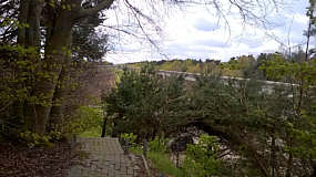 Seitenkanal östliches Widerlager: Blick von der Aussichtsplattform der Transrapid