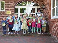 Kindergartenkinder mit Bibliotheksführerschein