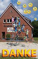 Kinder auf Spinnennetz