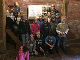 Besuch der Grundschule in der Durchfahrtsmühle Wippingen