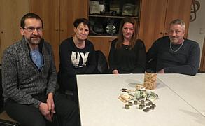 Spendengeldübergabe von Claudia Kösters an den Förderverein Grundschule