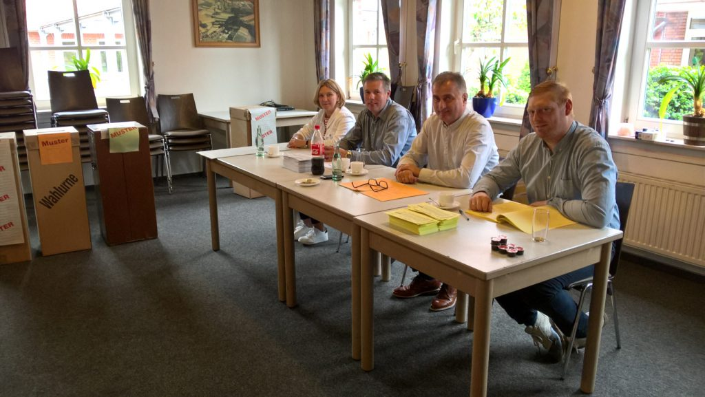 Wahlhelfer v. l.: Margot Richert, Johannes Grote, Norbert Westhoff und Jonas Schwering