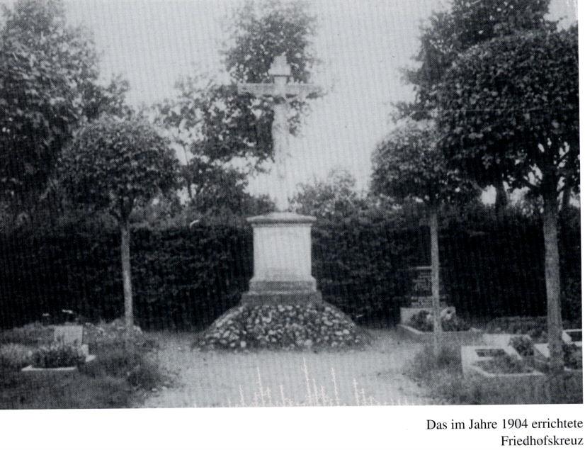 1904 errichtetes Friedhofskreuz auf dem Wippinger Friedhof