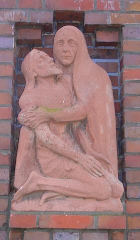Pieta am Friedhofstor