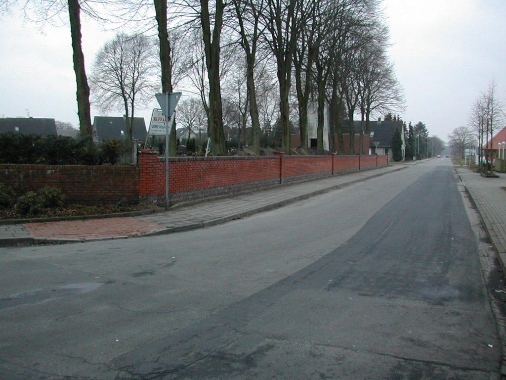 Die neue Mauer an der Schützenstraße 2002
