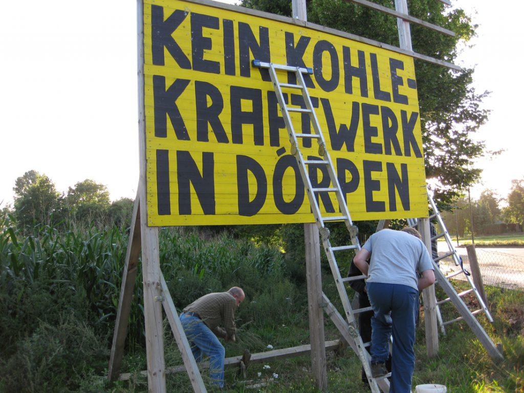 Abbau des Protestschildes in Dörpen am 02.09.2010