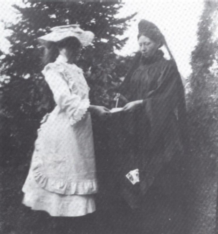 Hümmlinger Mädchen mit Tracht um 1900