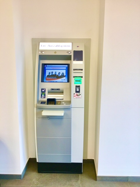 Geldautomat in der Wippinger Filiale der Volksbank Emstal