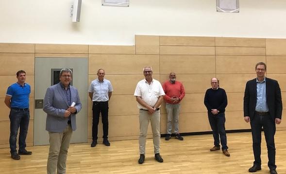CDU-Kreisverbandsvorsitzender Günter Wigbers (2. v.l.) und Samtgemeindebürgermeister Hermann Wocken (r.) mit den wiedergewählten Vorstandsmitgliedern Johannes Hempen, Gerd Klaas, Hermann Gerdes, Johannes Kuper und Hubert Jansen (v.r.n.l.)