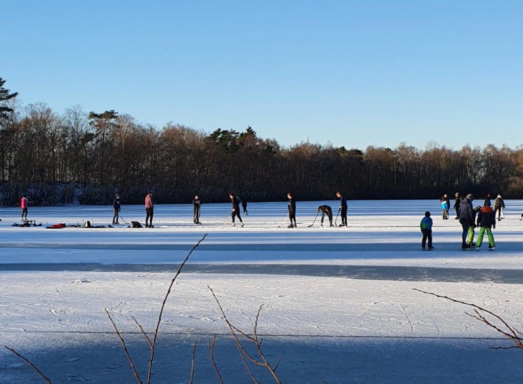 Eislaufen auf dem Wendebecken des Ems-Seitenkanals in Kluse
